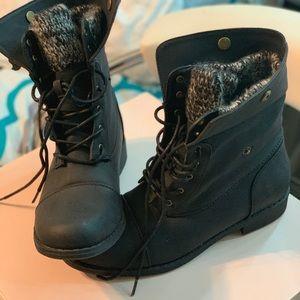 Brand new shoedazzle combat boots
